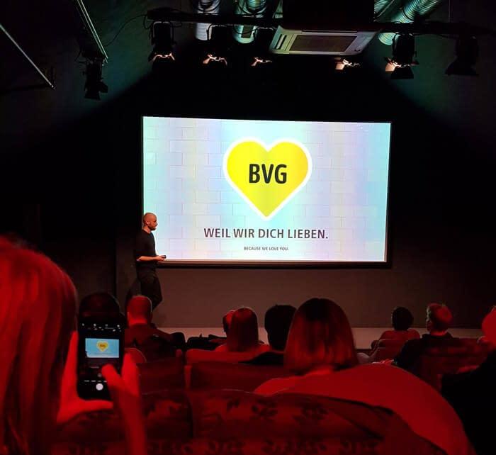 Thilo Stracke von der BVG hält die Social Media Masterclass in der Factory Berlin
